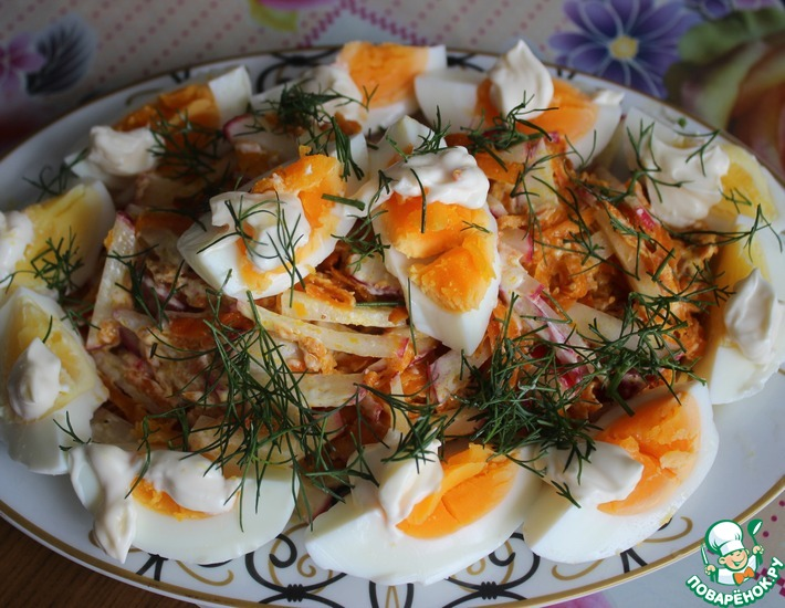 Яичный салат с жареной морковью