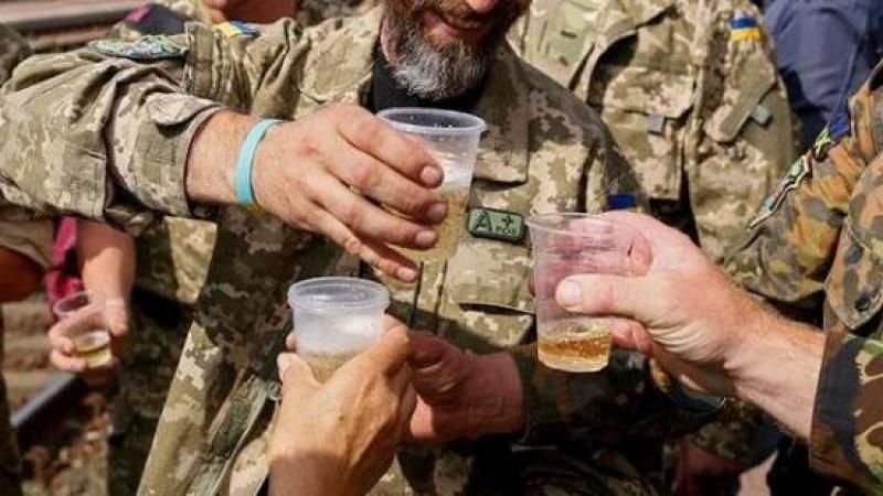 Очередная попытка: Минобороны Украины приказало начать борьбу с пьянством в армии