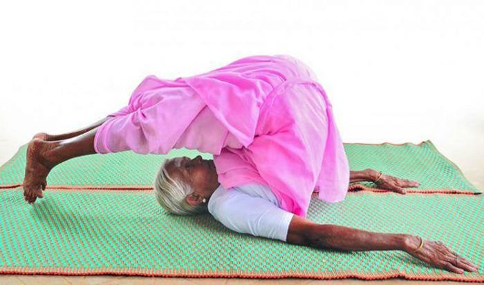 Нанаммал - самый старый инструктор йоги в Индии.