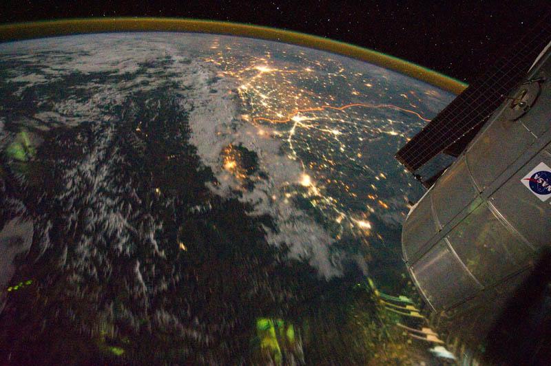 1122 Ночь на планете: 30 фото из космоса