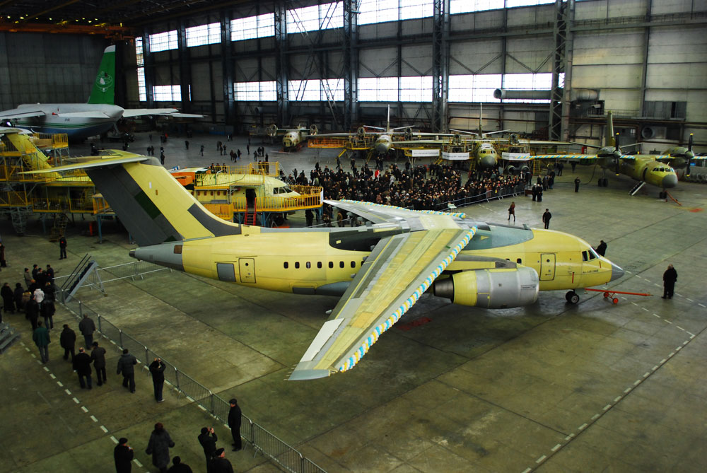 Украинский завод «Антонов» заявил о готовности подключиться к расследованию крушения Ан-148