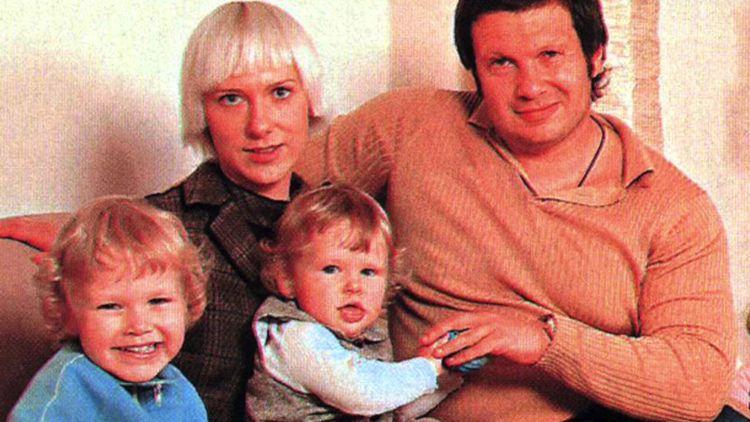 Восемь детей Владимира Соловьева, рожденных от трех женщин с необычной внешностью (фото)