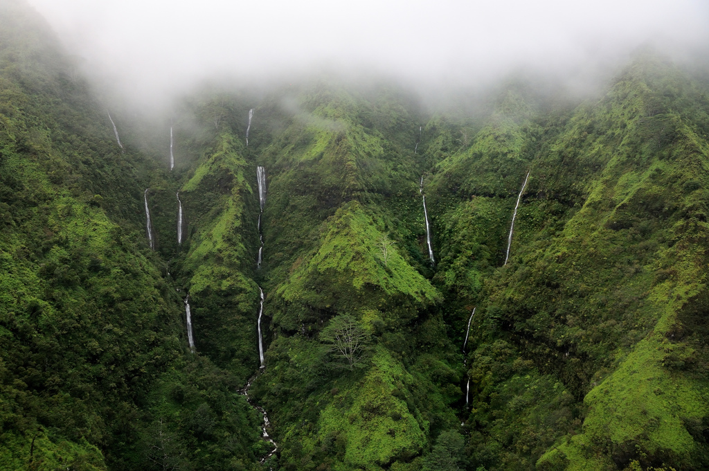 8376894440 f43dd8dd04 b Стена слез: водопад Хонокохау на Гавайях