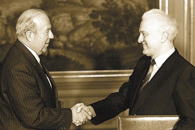 Министр иностранных дел СССР Эдуард Шеварднадзе иГосударственный секретарь США Дж. Шульц