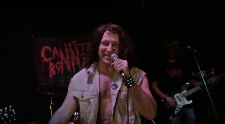 Правозащитный ВИА Cannibal Bonner выпустил суперклип «Кто не скачет…»