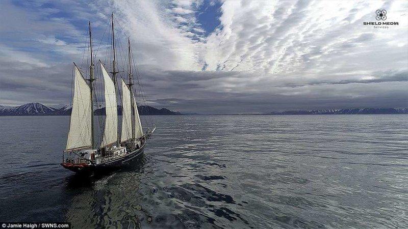 Команда исследовала берега норвежского архипелага на паруснике Blue Clipper. Экспедиция продлилась 10 дней. животные, загрязнение окружающей среды, новости, пластик, пластиковые отходы, фото, экология, экспедиция