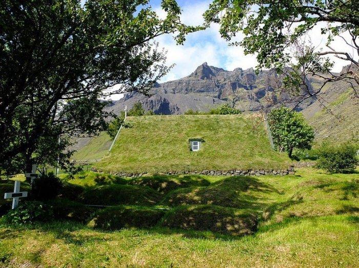 Последняя дерновая церковь в Исландии