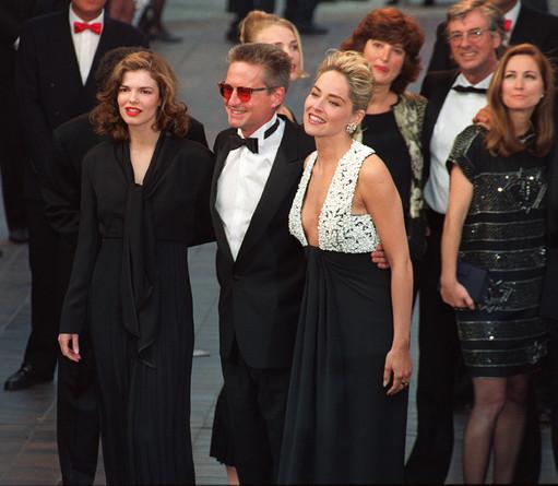 Jane TRIPPLEHORN, Michael DOUGLAS, Sharon STONE - 1992 (511x445, 65Kb)