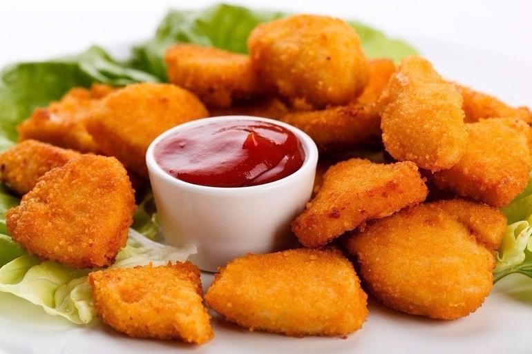Самые вкусные куриные наггетсы с сыром: закуска по-домашнему