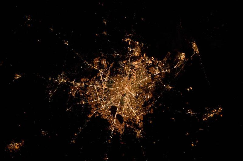 2114 Ночь на планете: 30 фото из космоса