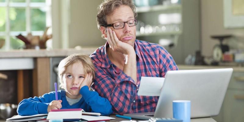 Родители посмели помогать детям с домашками