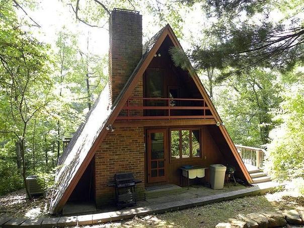 Домик-шалаш со спальней и балконом