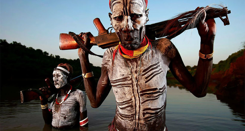 Фотограф сделал великолепные портреты воинов мурси из долины Омо в Эфиопии