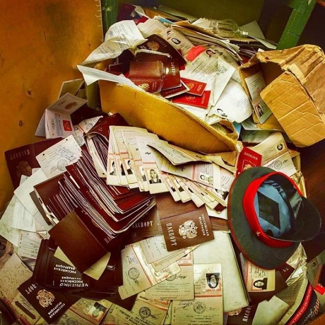 В заброшенном отделении полиции в Москве хранились тысячи документов россиян