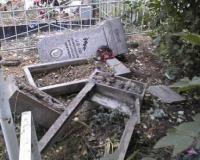 Двое подростков повредили 87 могил на сельском кладбище.