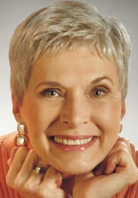Короткая прическа для женщин старше 60
