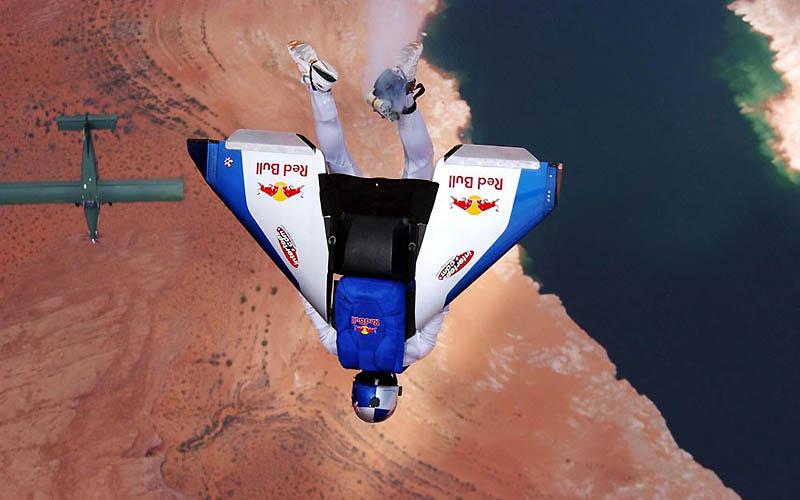 1661 Феликс Баумгартнер готовится к прыжку из космоса