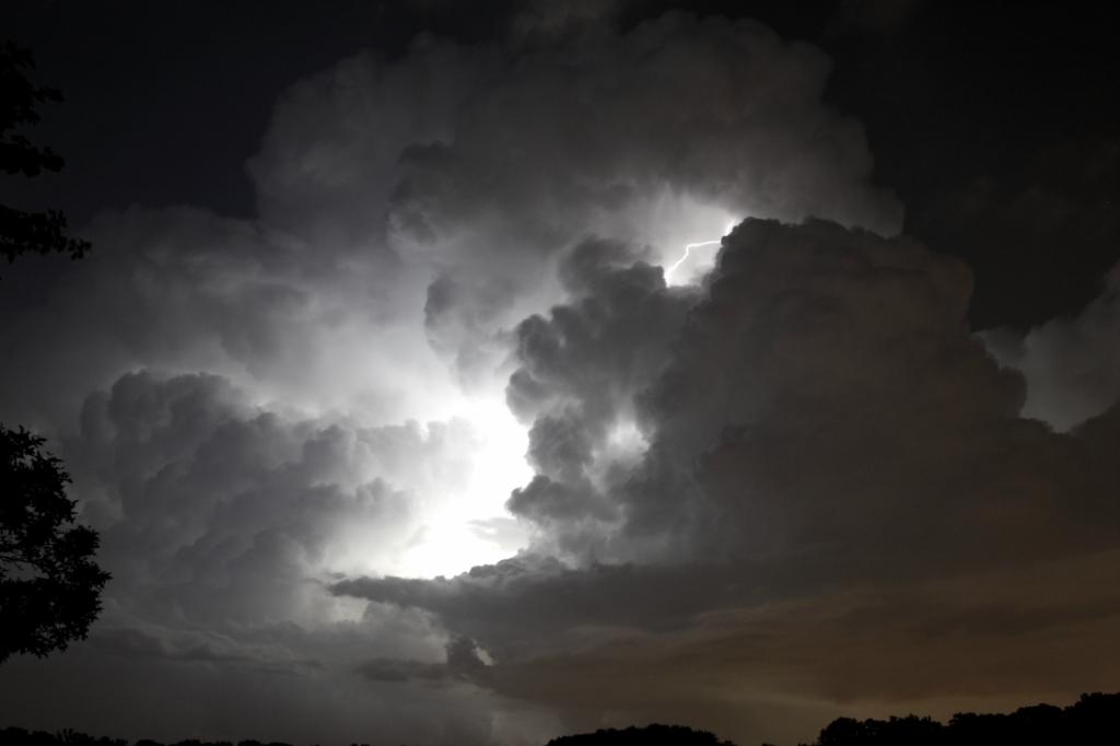 3335 Ураганы и смерчи в фотографиях