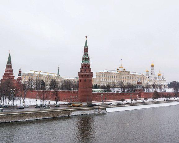 Почти 40% россиян уверены, что России нужна «сильная рука»