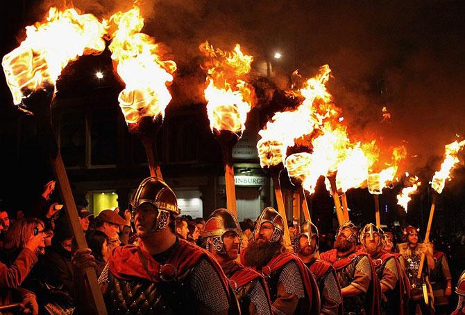 Hogmanay: музыка, огонь и виски.  Новый год в Шотландии!!