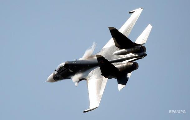 Не попали: Киев заявил об атаке российским Су-30 украинских судов в Керченском проливе