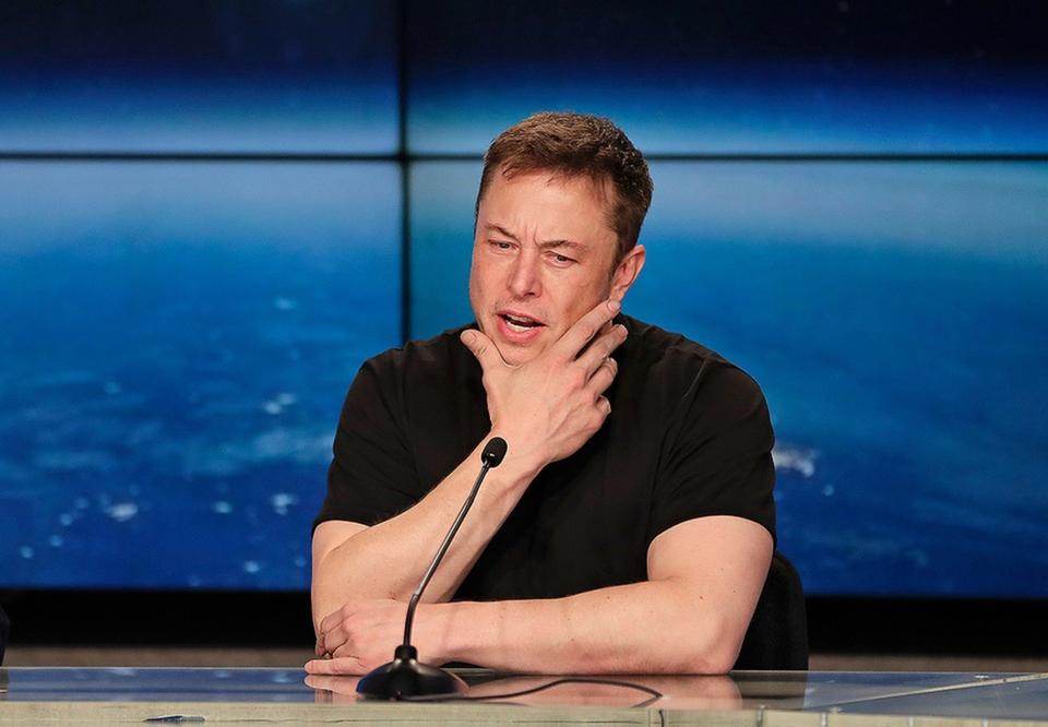 Илон Маск хочет убрать Tesla с биржи