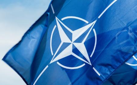 НАТО призвала Россию отозват…
