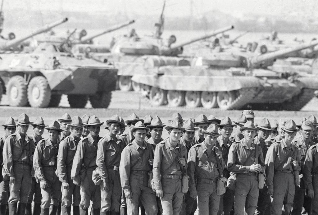 Про Советскую Армию. Автор пожелал остаться анонимным.