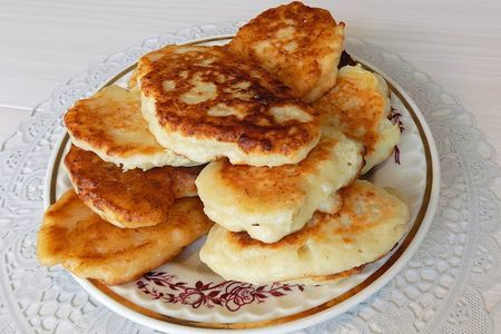 Фото к рецепту: Ленивые пирожки с фаршем и рисрм