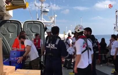 Франция согласилась принять мигрантов с судна Aquarius