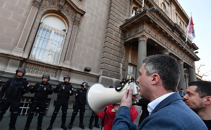 В Сербии назревает свой Майдан