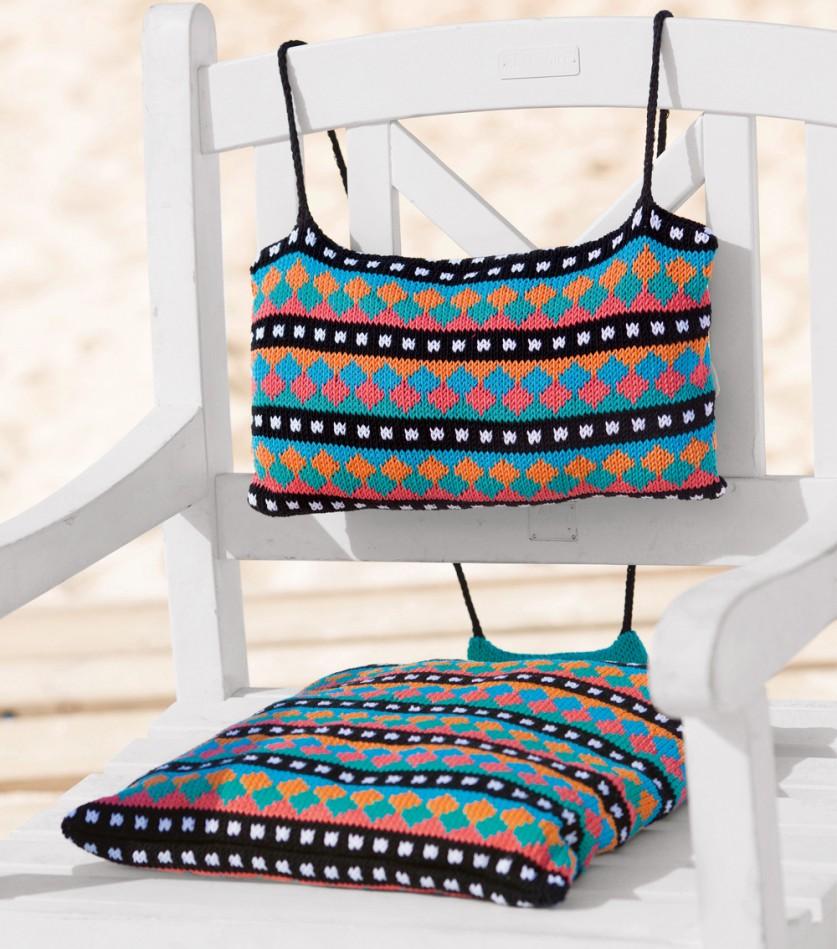 Вязаная подушка и мягкая спинка для кресла