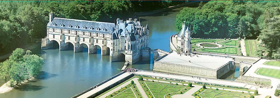 http://frogandprincess.files.wordpress.com/2010/07/chenonceau.jpg