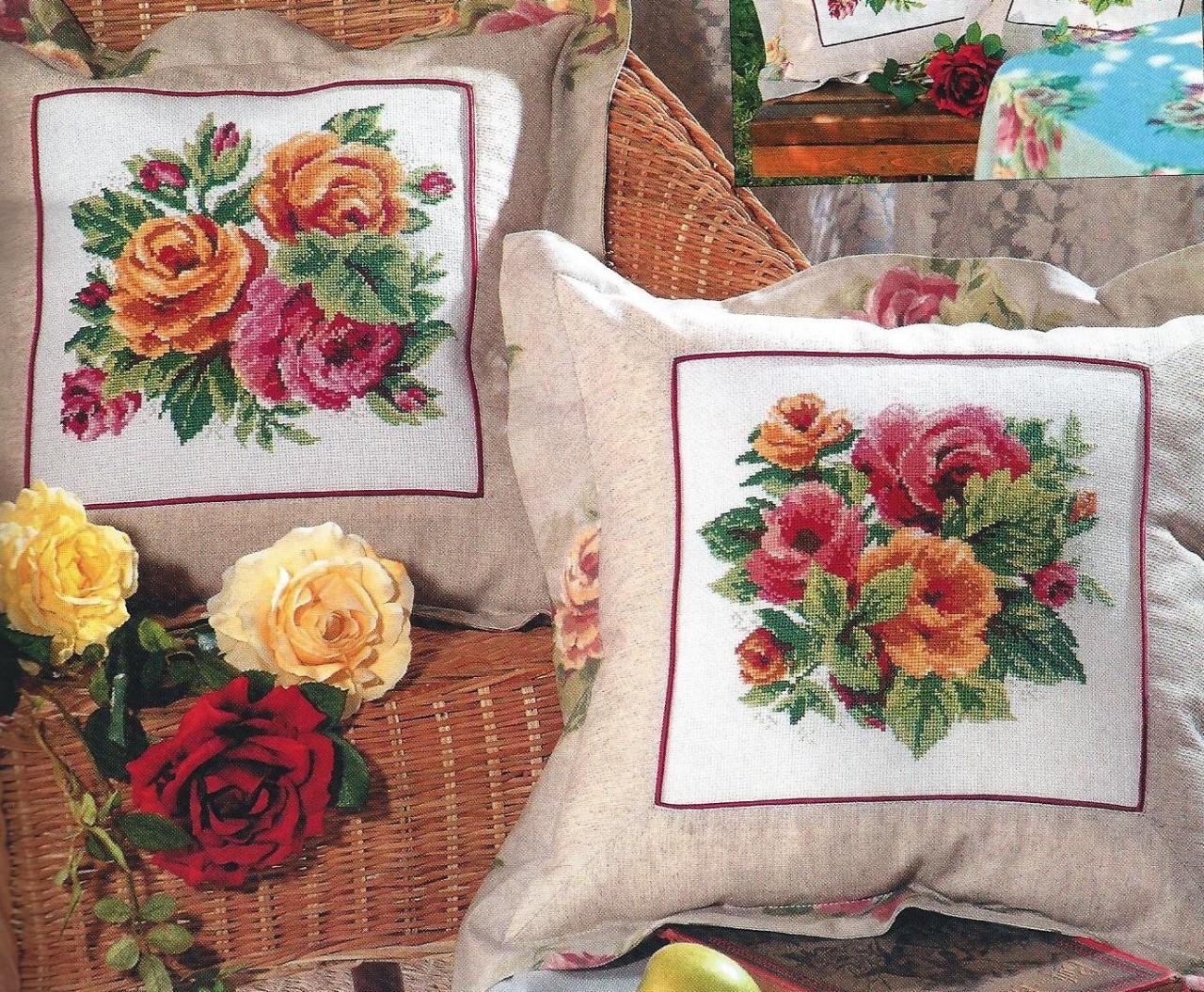 Подушки с розами.