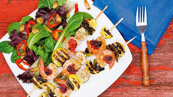 Рецепты от Юлии Франц: шашлычки изкреветок, суп-пюре с зеленым горошком и арбузно-персиковый смузи