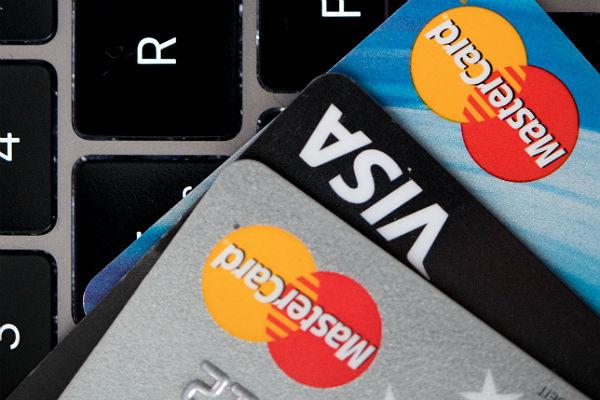 Выпуск карт Visa и Mastercard прекратился в Крыму