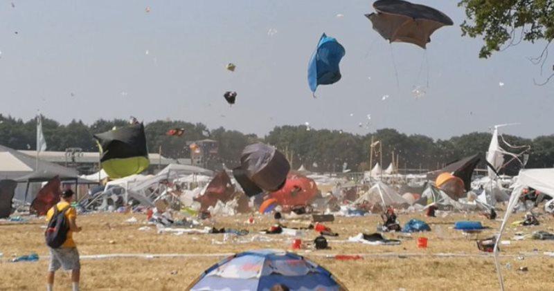 Хаос под техно: очевидцы сняли на видео смерч на фестивале в Германии