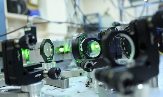 В России созданы сверхточные оптические часы на холодных атомах