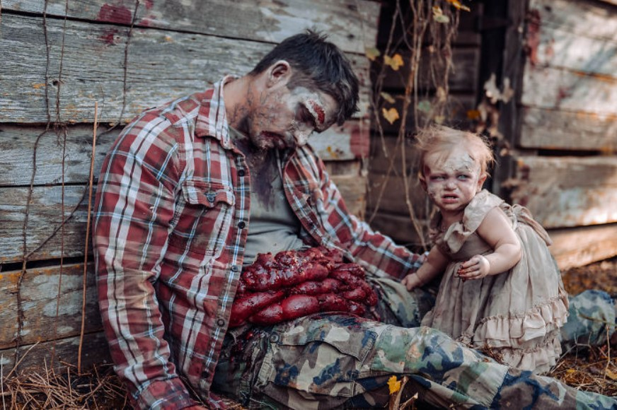 Женщина «зомбировала» свою дочь ради фотосессии, и то, что получилось в итоге, вызывает ужас