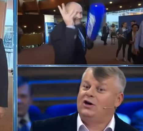 Делегация Украины в ПАСЕ окружила российскую журналистку, спела гимн Украины и разбила микрофон