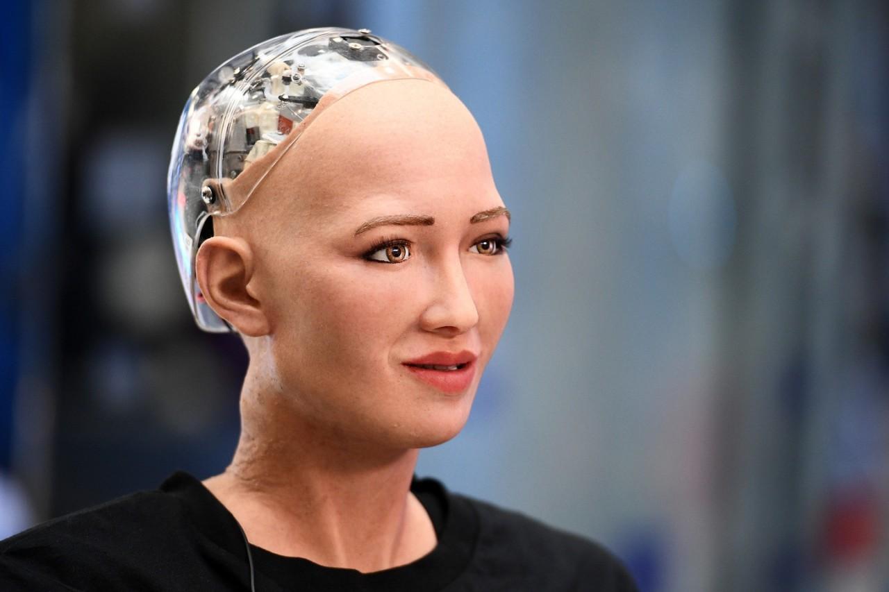Робот София сломалась после вопроса, как победить коррупцию на Украине