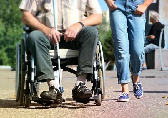 Ученые вернули парализованному мужчине возможность ходить