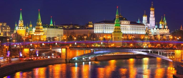 Осторожно, двери закрываются. Как благоустроили площади у станций метро Москвы