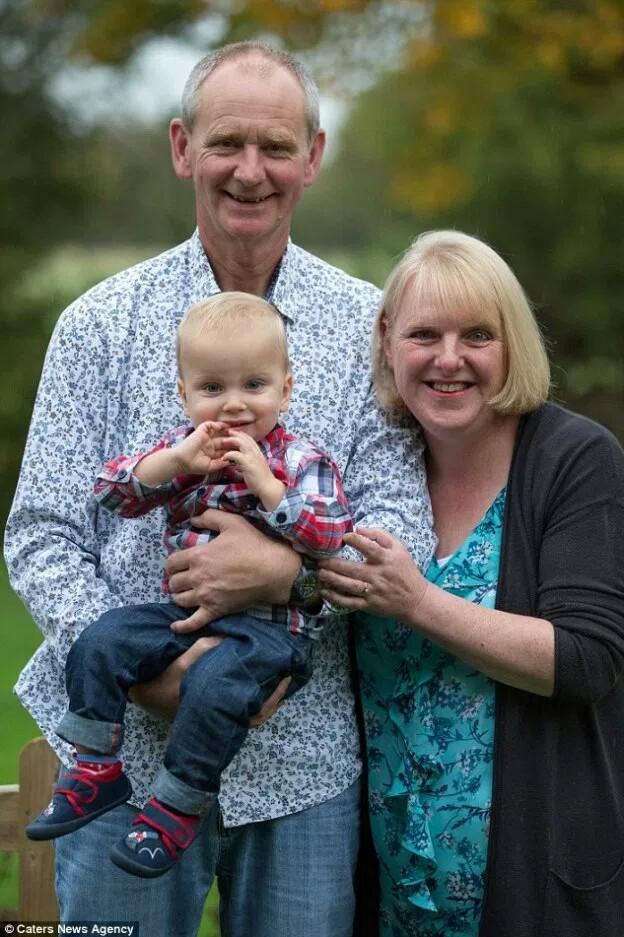 Пережившая 18 выкидышей британка впервые стала мамой в 48 лет