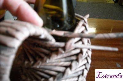 плетение из газет и журналов украшение бутылки