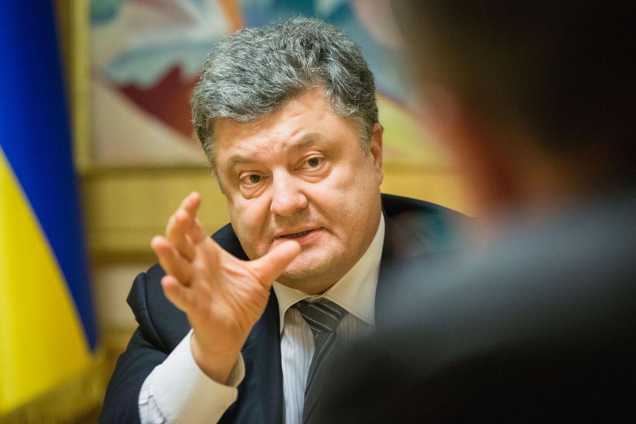 Порошенко поручил военному прокурору контролировать мысли жителей Донбасса