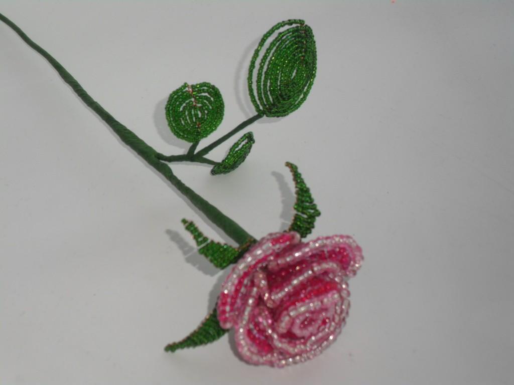 Маленькая розочка из бисера мастер класс с пошаговым