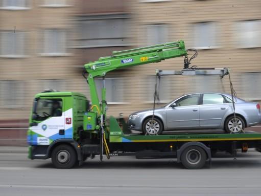 Федеральный бюджет обязали возмещать расходы за незаконную эвакуацию автомобиля