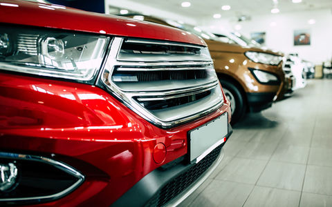 Продажи автомобилей в Европе рухнули почти на четверть. Россия осталась в тройке