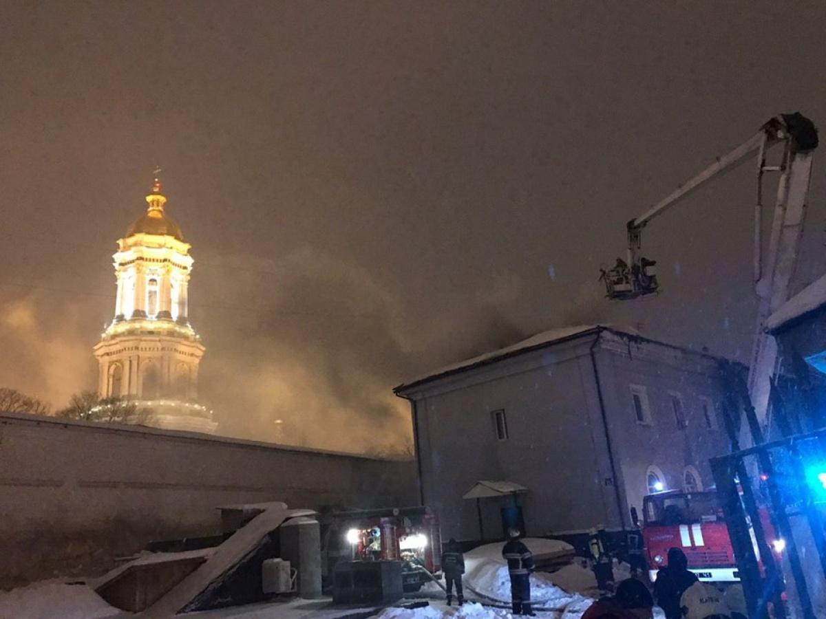 Киево-Печерская лавра загорелась не сама: полицейские расследуют поджог